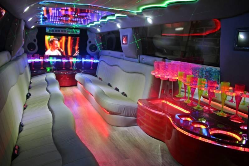 Empresa de Locação de Limousine para Festa Barretos - Limousine Vermelha