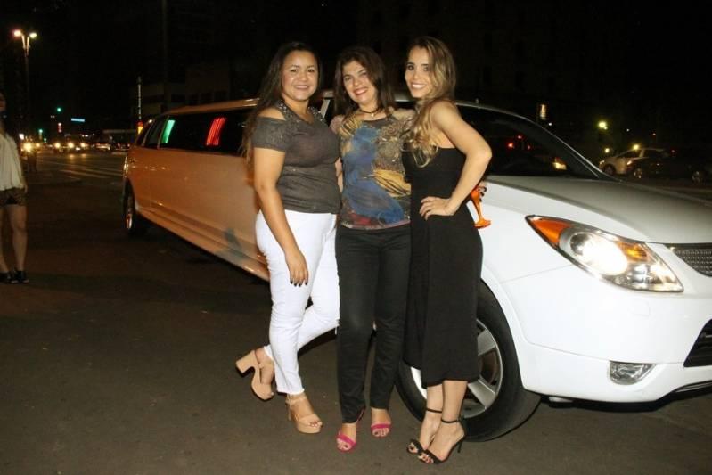 Locação de Limousine para Casamento Preço Chácara Cachoeirinha - Aluguel de Limousine Preta para Festas Infantis