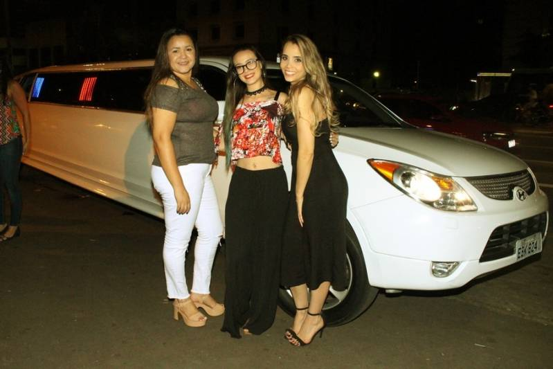 Locação de Limousine para Casamentos Preço Cidade Satélite Santa Bárbara - Aluguel de Limousine Rosa de Festa