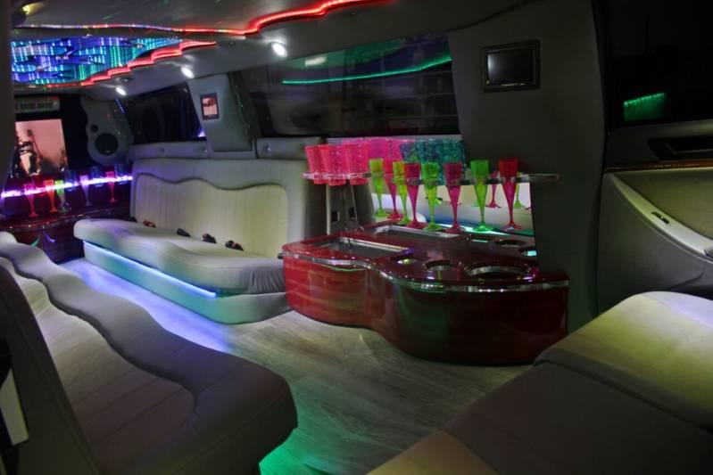 Locação de Limousine para Festa Preço Jardim Castro Alves - Locação Limousine de Casamento