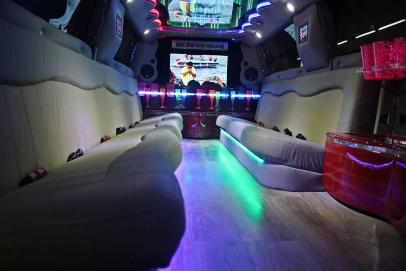 Locação de Limousine para Festa Preço Jardim Paris - Limousine Vermelha