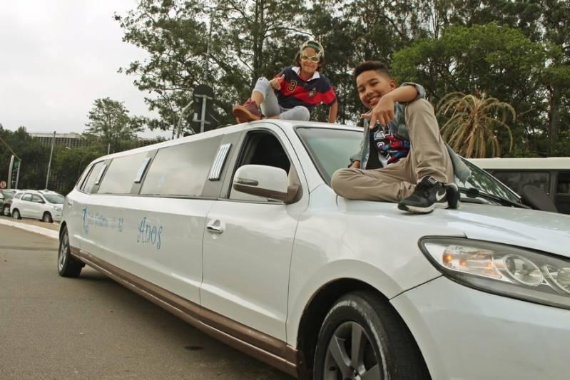 Locação de Limousines Preço Santa Etelvina - Limousine Rosa para Festa Infantil
