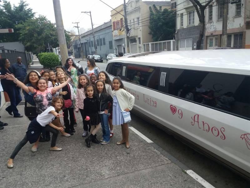 Onde Encontrar Aluguel de Limousine para Festa SP Preço no Jardim Alexandrina Pereira - Aluguel de Limousine para Festa