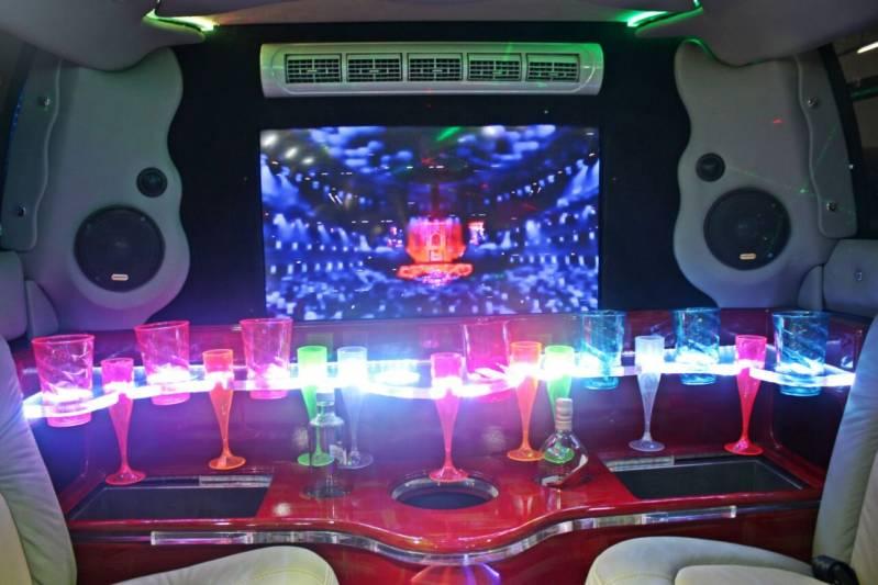 Quanto Custa Locação de Limousine Aniversario Vila Inácio - Limousine Vermelha