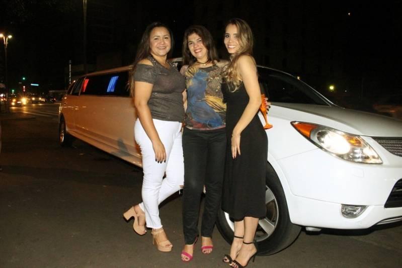 Quanto Custa Locação de Limousine para Casamentos Jardim da Conquista - Aluguel de Limousine Branca para Festas