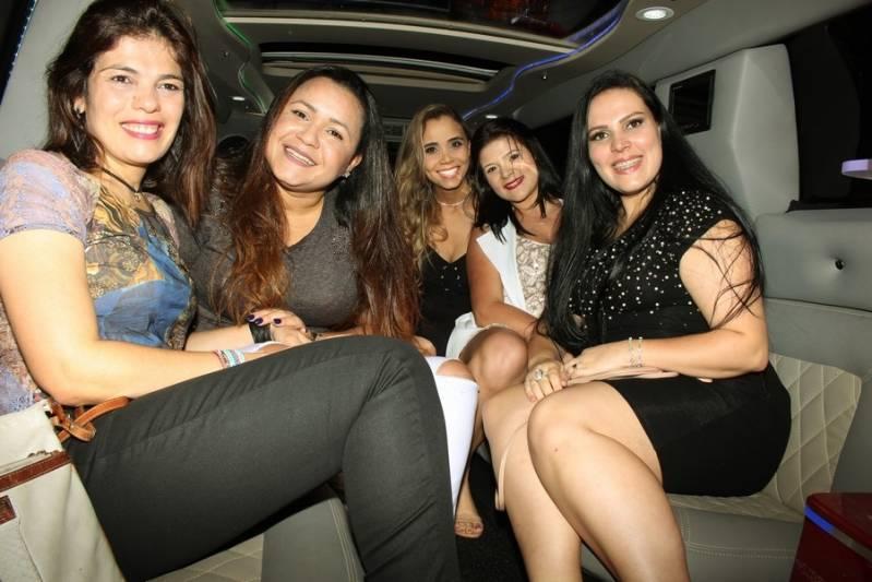 Quanto Custa Locação de Limousine para Festa Brooklin Paulista - Aluguel de Limousine Vermelha para Festa