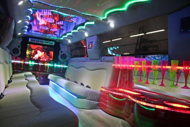 Quanto Custa Locação de Limousine para Festa Iguape - Locação de Limousine Branca para Casamento