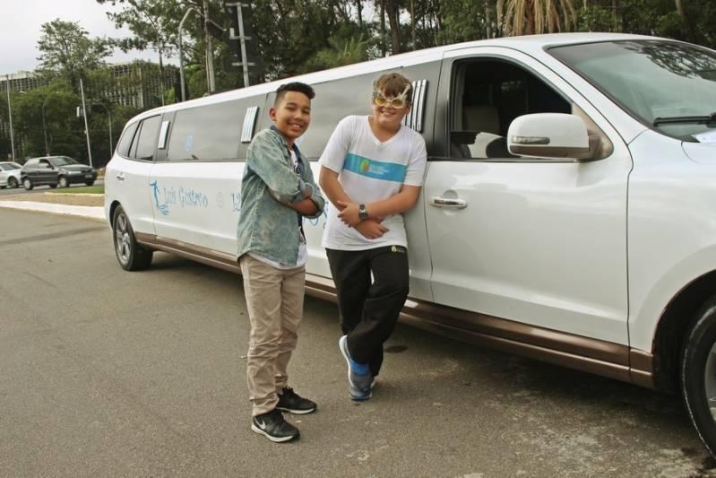 Quanto Custa Locação de Limousines Vila Morgadouro - Loja de Limousine Branca