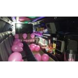 Festa de aniversário em limousine no Sítio da Figueira
